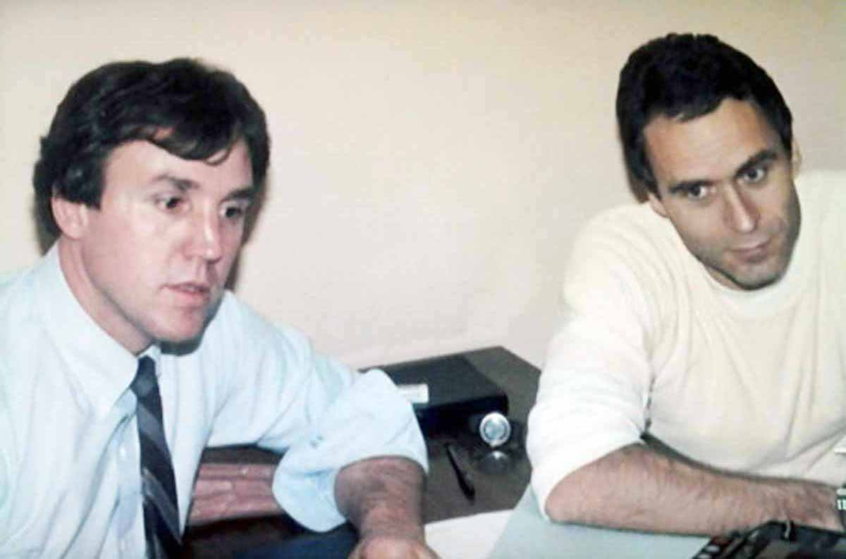 FBI agent Bill Hagmaier and serial killer Ted Bundy in a last conversation on death row the day before his execution on the electric chair on January 24, 1989. Photo: FBI