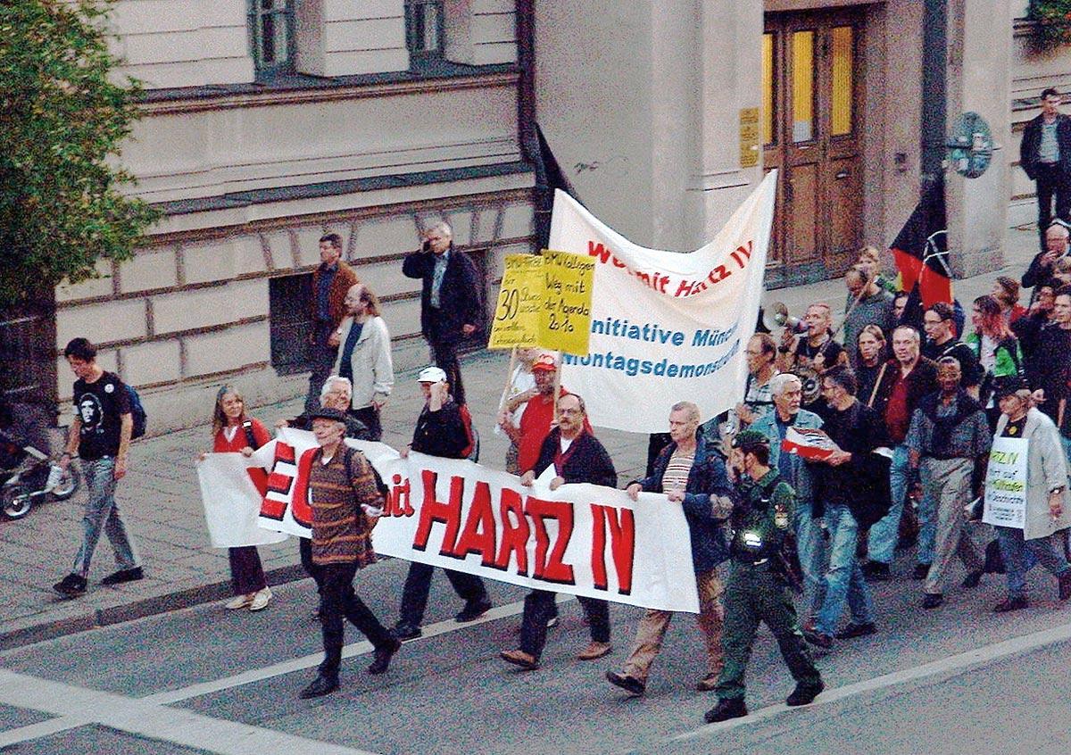 Demonstration in Berlin gegen Hartz IV im April 2004
