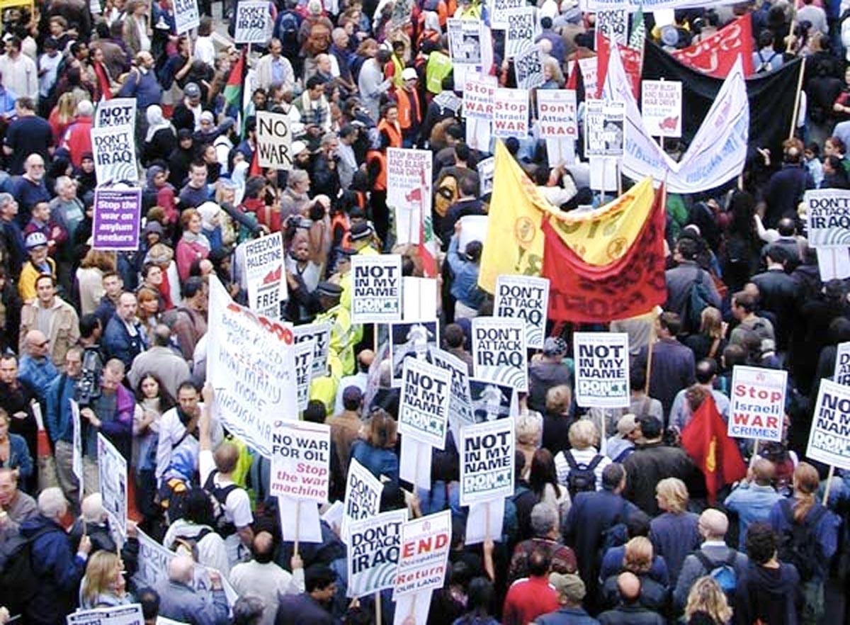 In London wird im September 2002 gegen den Golfkrieg protestiert